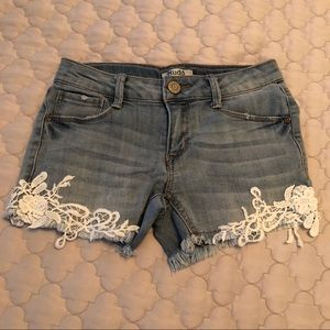Denim shorts w lace detail